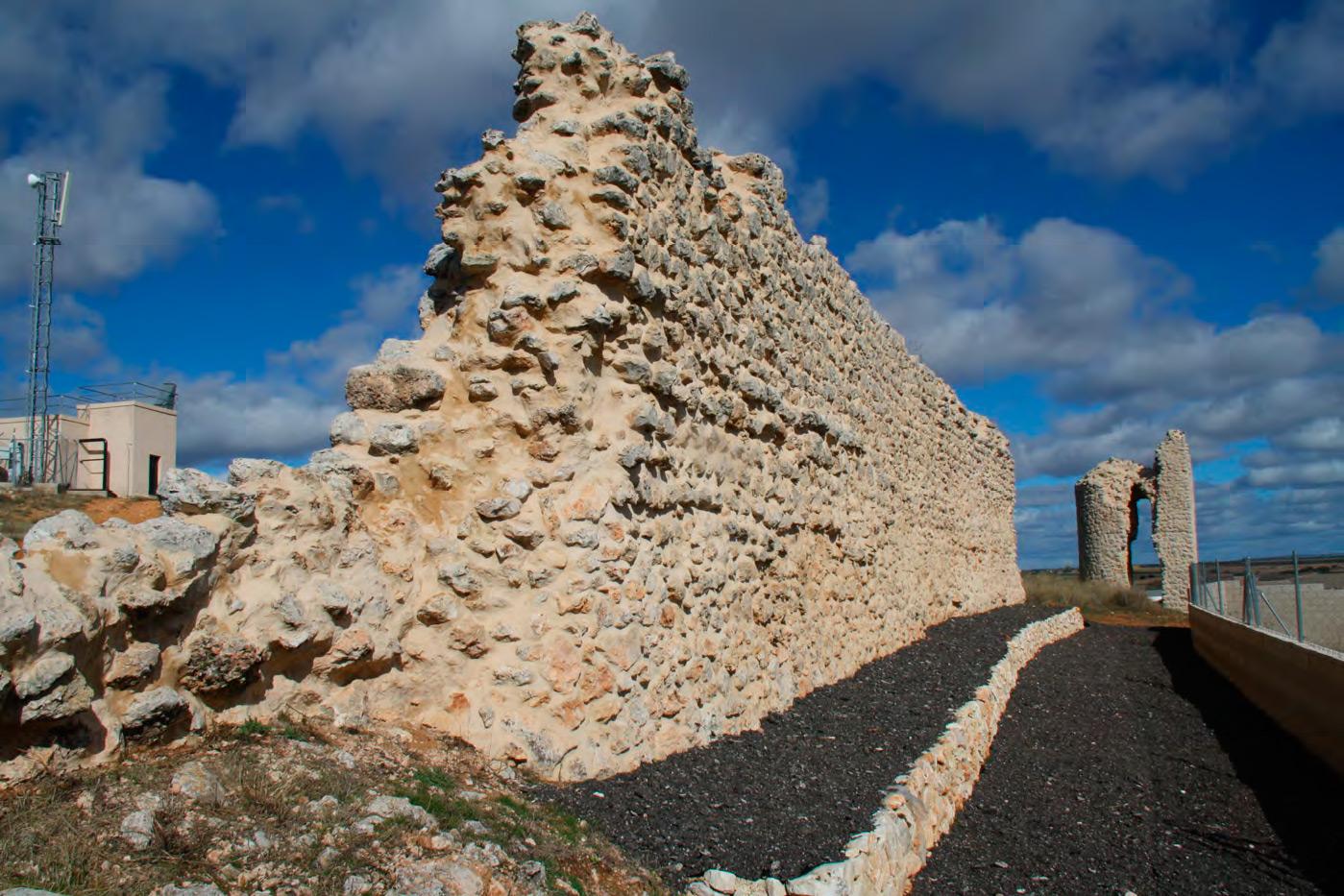 Murallas de Fuentelencina y Torreon al fondo